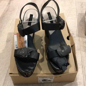Zara wedge in black size 8 or 39euro, new